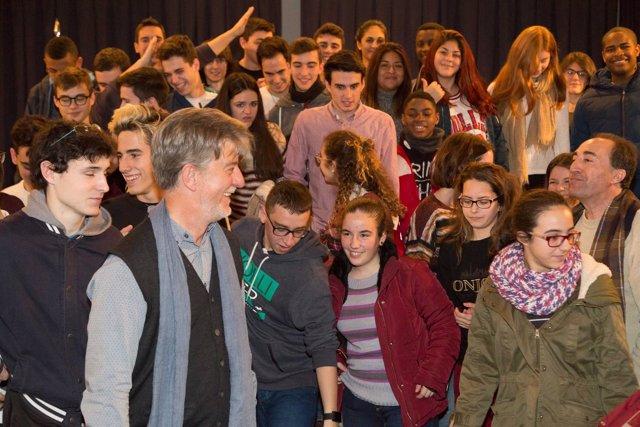 El alcalde con los jóvenes