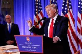 """Trump sugiere que las agencias de Inteligencia han creado """"noticias falsas"""" contra él"""