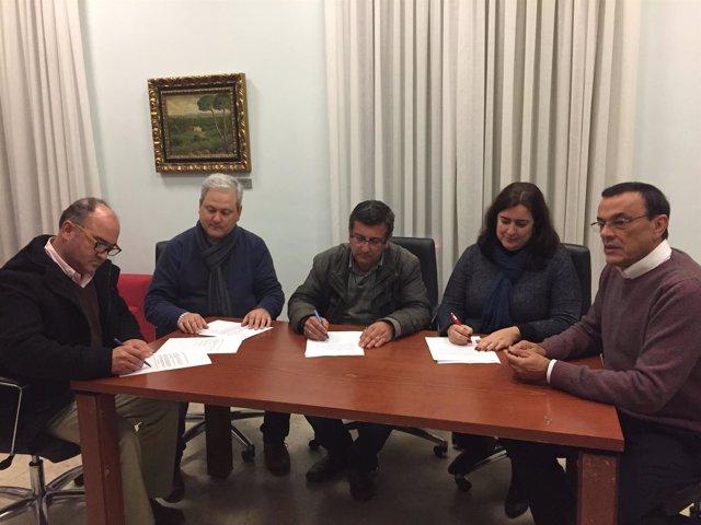 Firma del acuerdo entre PSOE, IU y 'Sí se puede Aljaraque'