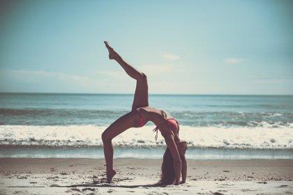 Los beneficios del yoga para aliviar el dolor de espalda son limitados
