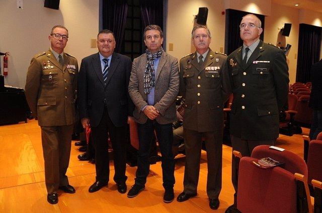 Sánchez (centro), entre Zurera y García, durante la inauguración