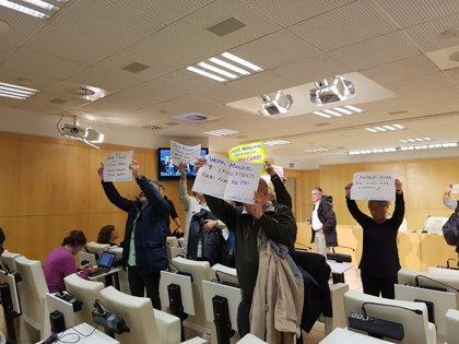 Una decena de trabajadores de centros municipales son desalojados de la sala de prensa del Ayuntamiento