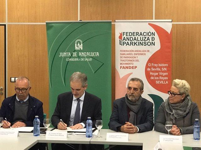 El consejero de Salud firma un convenio con la Fandep