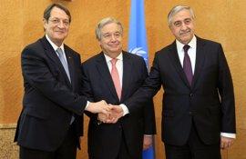 """Guterres habla de """"enormes progresos"""" en las conversaciones sobre Chipre pero pide cautela"""
