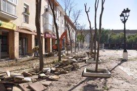 Comienzan los trabajos de remodelación integral de la plaza del Ayuntamiento de Tomares