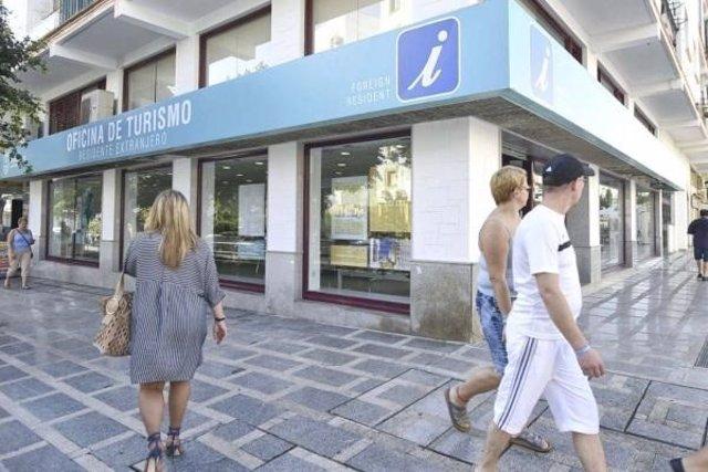 las oficinas de turismo de torremolinos atienden a m s de