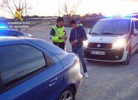 La Guardia Civil detiene al conductor de un turismo que superaba siete veces la tasa de alcoholemia