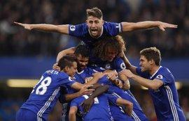 Fútbol/Premier.- (Previa) El campeón recibe al aspirante sin Diego Costa y Old Trafford prueba al Liverpool
