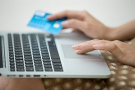 Moda y viajes lideran las compras 'online' del consumidor de Galicia