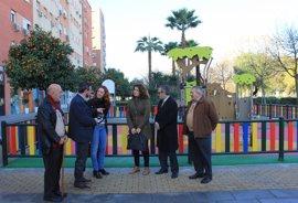 Ayuntamiento de Sevilla concluye un área de juegos infantiles en el Distrito Macarena