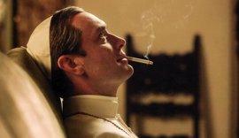 A Jude Law también le encantan los memes de The Young Pope
