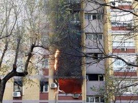 Heridas graves tres personas y otras once leves en el incendio en una vivienda de Sevilla