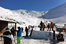Las estaciones de esquí de León esperan abrir el miércoles