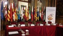 Ikurriña y senyera, en la Conferencia de Presidentes sin Urkullu ni Puigdemont