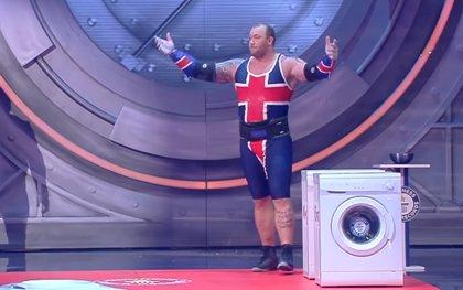 VÍDEO: La Montaña de Juego de Tronos intenta batir el récord mundial de lanzamiento de lavadora