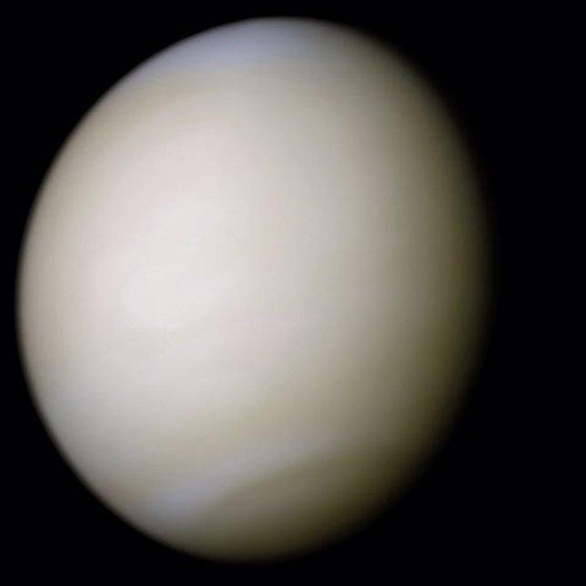 Venus en color real con imágenes de la misión Mariner