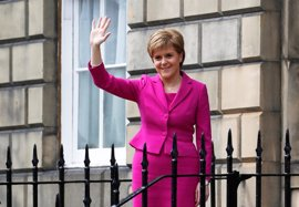 Sturgeon rechaza 'Brexit duro' que propone May y amenaza con nuevo referéndum en Escocia