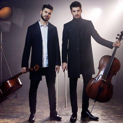 2Cellos lleva a sus fans al cine con su nuevo álbum, acompañados por la Orquesta Sinfónica de Londres