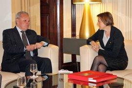 Forcadell se reúne con el embajador de Suecia en el Parlament