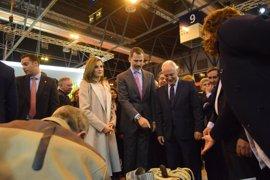 Ceniceros recibe a los Reyes de España en su visita al pabellón de La Rioja en Fitur