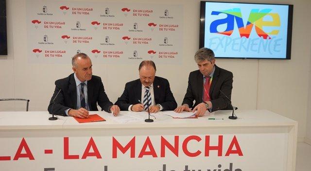 Ciudades Ave firma convenios con Iberia y Renfe