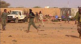 El presidente de Malí eleva a 60 los muertos en el atentado en una base militar en Gao