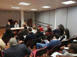 Alrededor de 40 entidades participan en una reunión previa a la constitución del Casal de Asociaciones de Inmigrantes