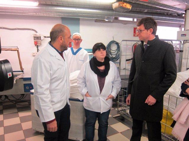 El conseller de Justicia Carles Mundó visita la Fundació Canigó