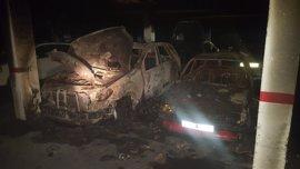 Afectados seis vehículos en el incendio en un garaje de un edificio de Jaén capital