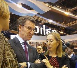 """Feijóo vende Galicia como tierra de """"abrazo"""", de agua, de acogida y el lugar para volver"""