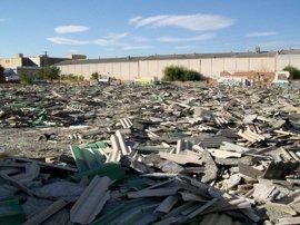 Denuncian focos incontrolados de escombros con amianto en el polígono Los Ángeles de Getafe