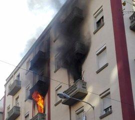 Trasladan a un hombre al San Pedro tras el incendio en un domicilio de Avenida de la Paz