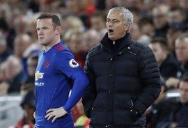 """Mourinho: """"Lo que quiera hacer Rooney con su futuro es cosa suya"""""""