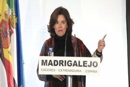 """Sáenz de Santamaría dice que """"lo que es de todos"""" se decide """"entre todos"""""""