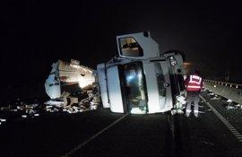Herido el conductor de un camión al sufrir un accidente en Sunbilla