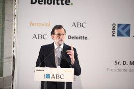 """Rajoy lanza un mensaje de """"optimismo realista"""" frente a Aznar y dice que el diálogo político y territorial ya da frutos"""