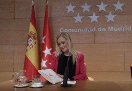 """Cifuentes respeta la opinión de Aznar pero asegura que en el PP """"hay un proyecto potente"""""""