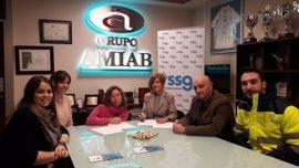 Firma de un nuevo convenio de colaboración entre la Asociación Amiab y la Fundación SSG