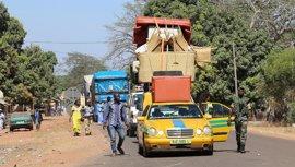 Al menos 8.000 gambianos regresan a su país tras el fin de la crisis política