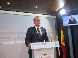 """Monago asegura que Extremadura """"no se paraliza"""" al permitir la oposición aprobar los PGEx"""