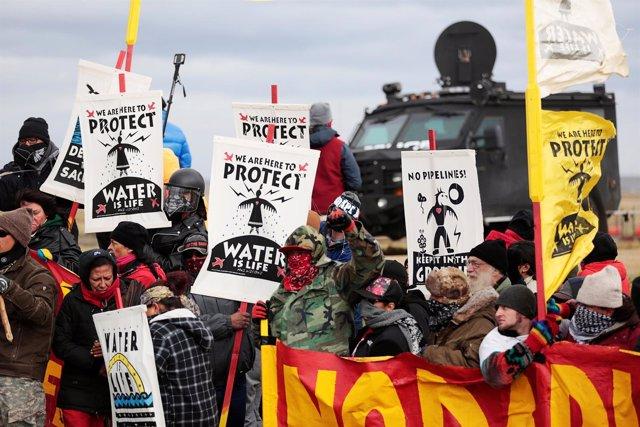 Resultado de imagen para Indígenas de EEUU demandan a gobierno de Trump por oleoducto