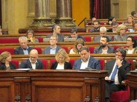 """Puigdemont defiende su acto en Bruselas y PP y C's dicen que no hubo """"ni una autoridad"""""""