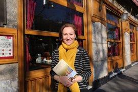 """Isabel Bono, premio Café Gijón de novela: """"Nos echan a vivir con personas que hay que querer por narices"""""""
