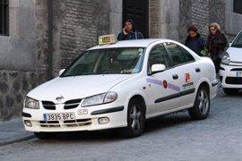 """Las asociaciones del taxi amenazan con un paro el 16 de marzo ante la """"errática"""" política del Ayuntamiento"""