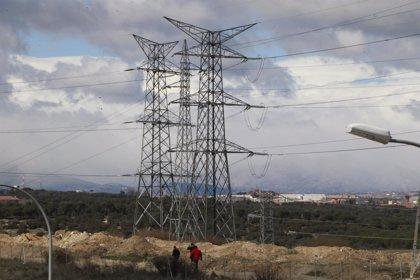 El precio de la electricidad caerá hoy un 13%, hasta 75,93 euros por MWh
