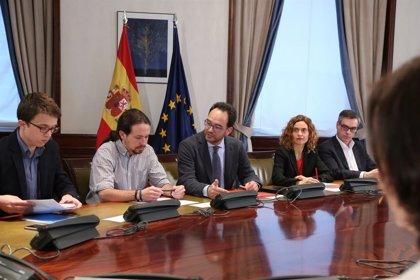 PSOE y Podemos lamentan que, ante la subida de la luz, Rajoy se limite a esperar lluvias como un chamán