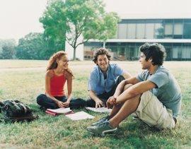 España cae al tercer puesto en el envío de 'Erasmus', pero es el país que más recibe