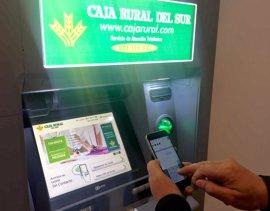 Caja Rural del Sur ofrece la operativa 'DiMo' para enviar dinero en efectivo a cajeros y poder retirarlo sin tarjeta