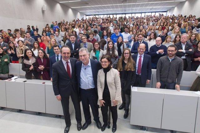 Marty Baron en la Universidad de Navarra.