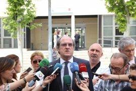 El exministro Ángel Gabilondo participa mañana en el acto del Día del Docente